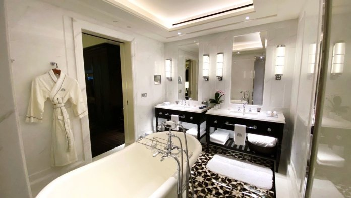 Courtyard Suite Bathroom